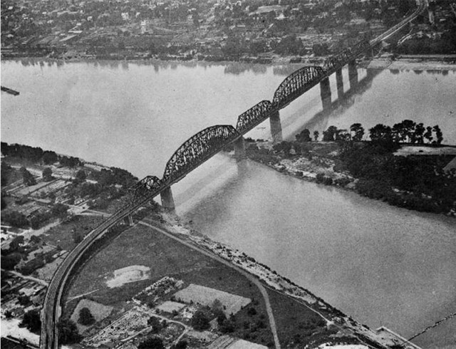 The K&I Bridge circa 1935. (Courtesy UL Photo Archives)