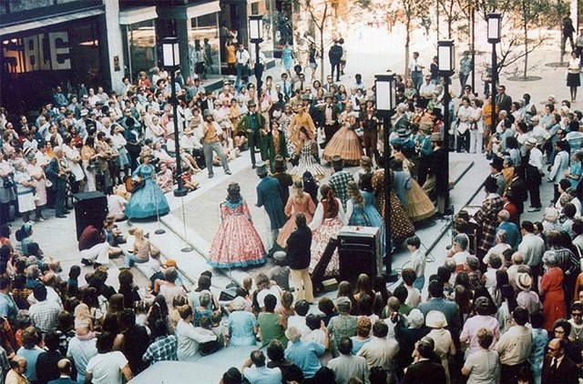 Crowds gather for a performance near the foot of Guthrie Street. (Brokn Archives)