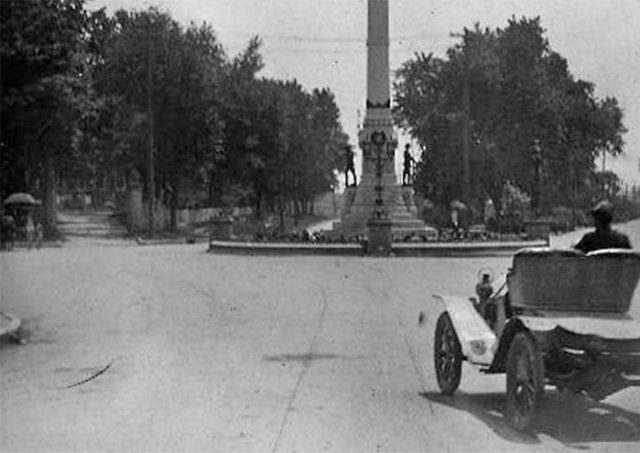 A motorist drives south on Third Street, past the Confederate Monument onto Grand Boulevard in the early 20th century. (Courtesy UL Archives - Reference)