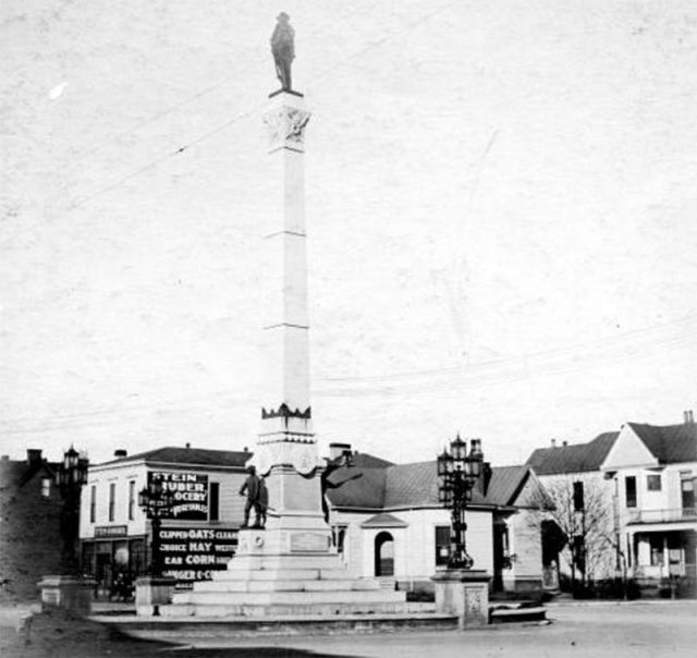 The Confederate Monument circa 1904. (Courtesy UL Archives - Reference)