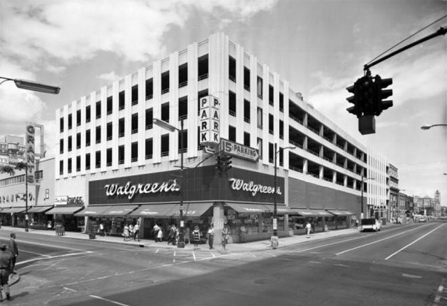 The completed parking garage at Fourth and Chestnut streets. (UL Photo Archives)