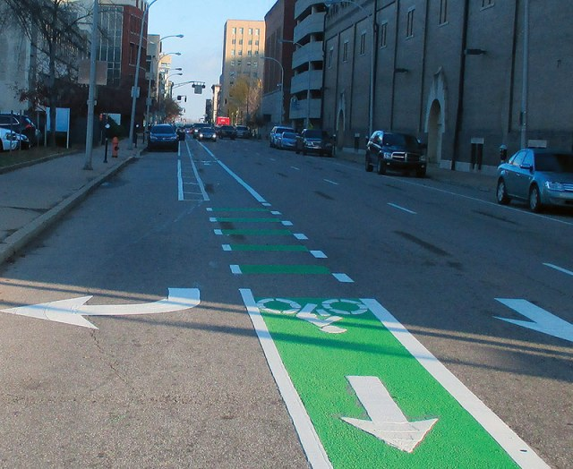 A bike lane on Sixth Street features green paint. (Courtesy Bike Louisville)