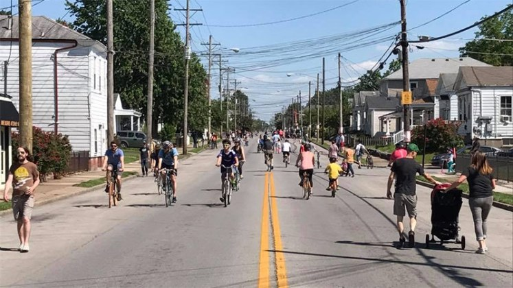 Crowds of cyclists and pedestrians filling Goss Avenue. (Courtesy Louisville Forward)