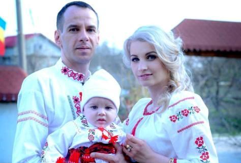 familie imbracata cu ii traditionale