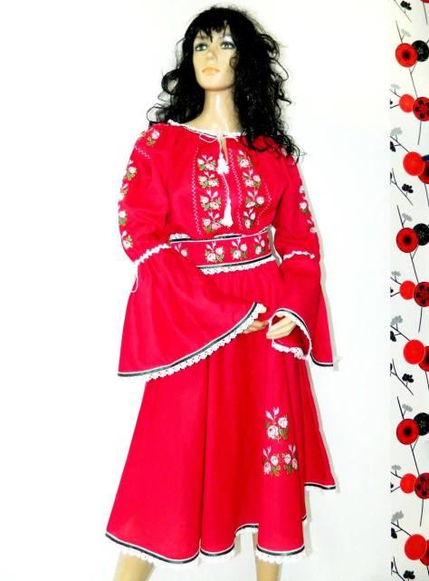 rochie rosie motive traditionala