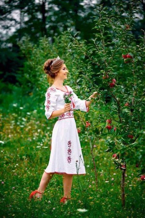 nunti traditionale rochie mireasa broderie rosie