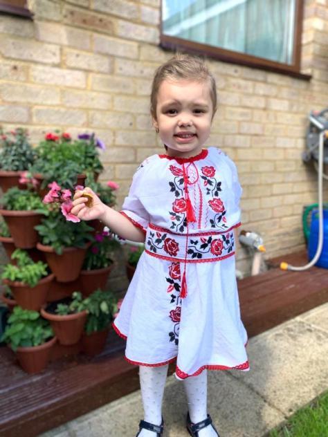 rochie traditionala fetita