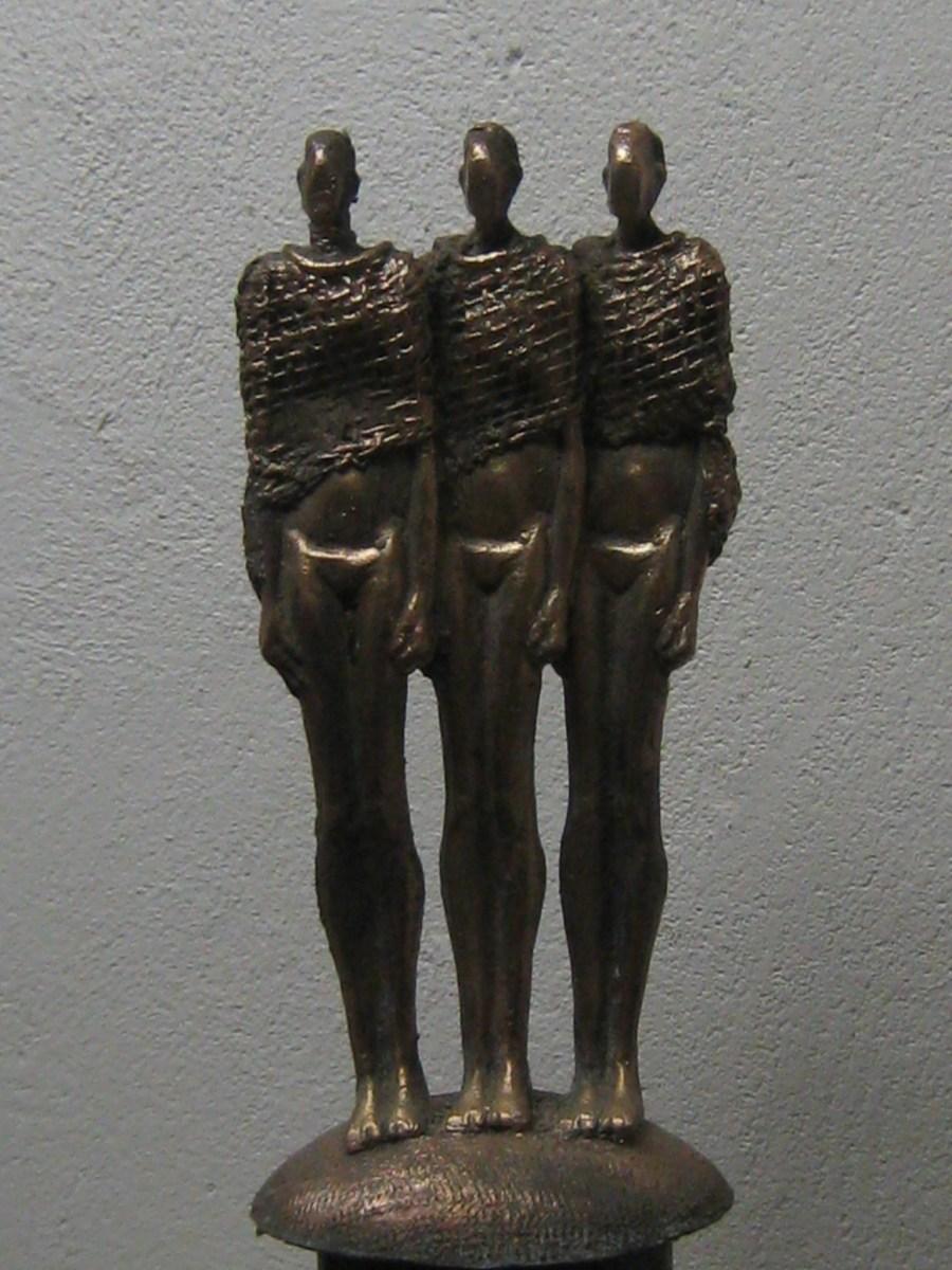 Bronzen beeld van Schikgodinnen