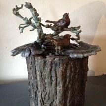 Urn van brons, In memoriam