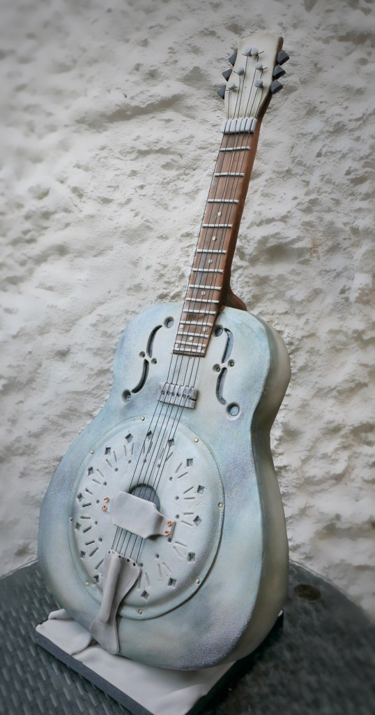 artisan cake maker - sculpted resonator guitar cake