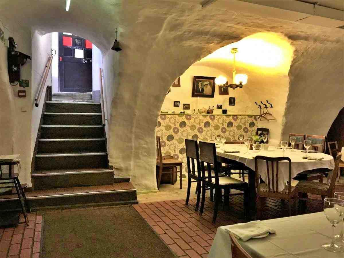塔林老城區餐廳用餐