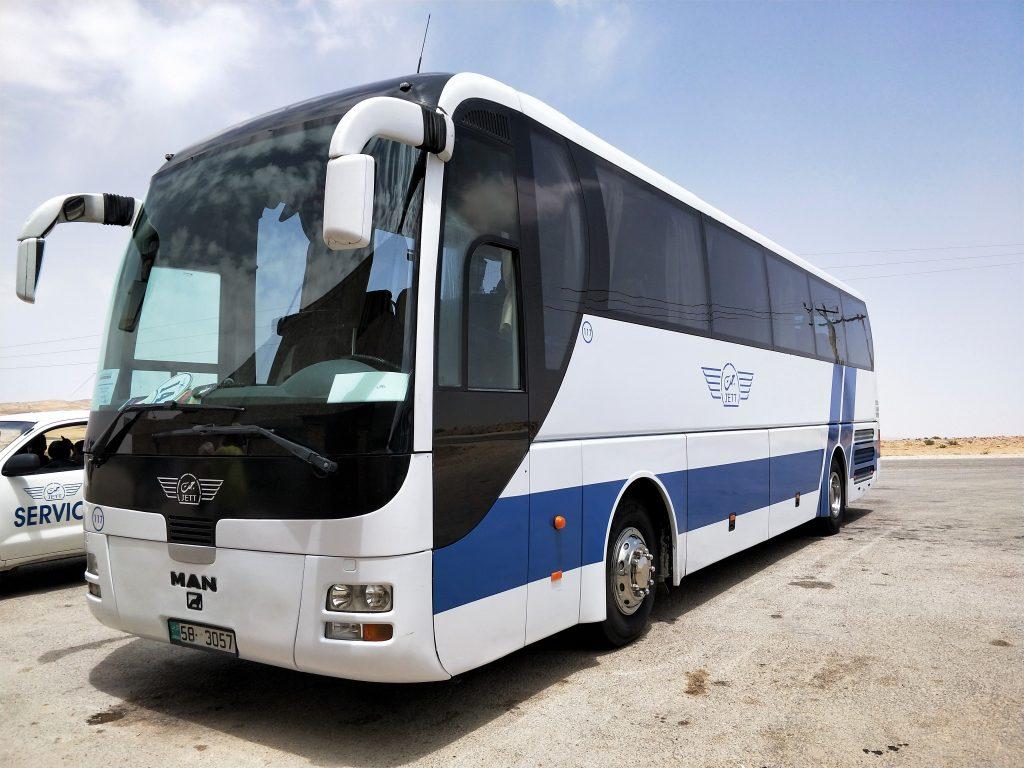郵輪岸上行程 - 約旦佩特拉一日遊所使用的遊覽車