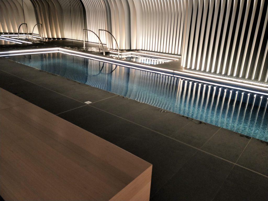 游泳池和按摩浴缸