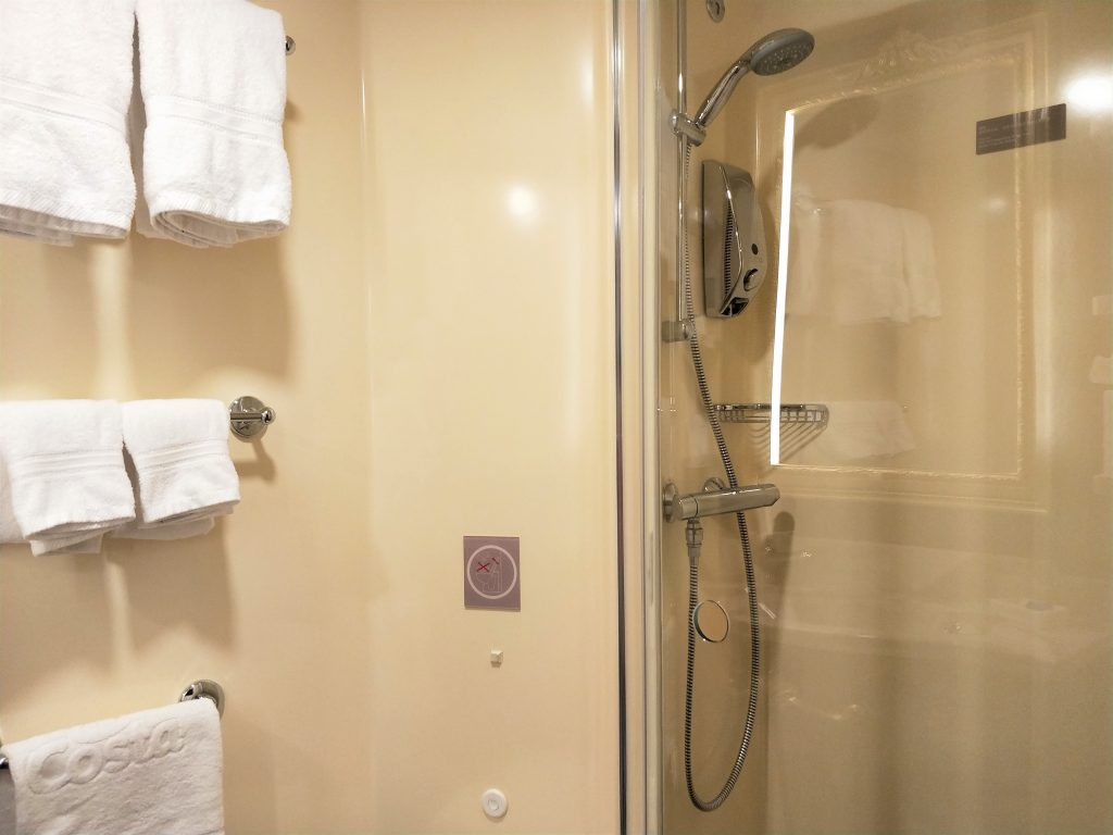 歌诗达威尼斯号 - 玻璃隔间浴室