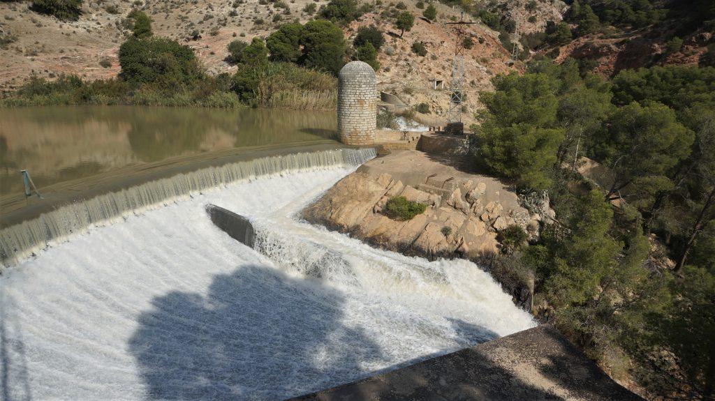 瀑布水力發電廠
