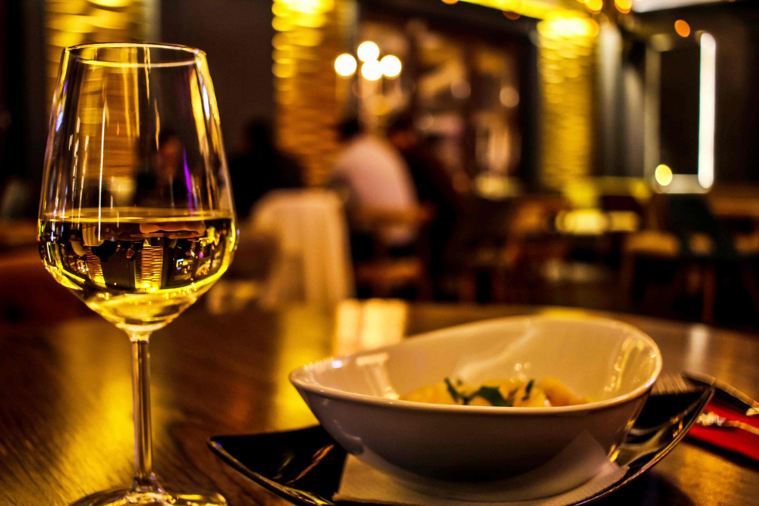 郵輪小費 - Wine Glass & Nuts
