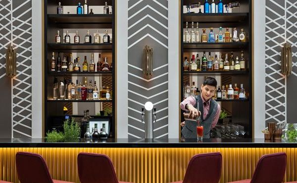 Art'otel Berlin Mitte, upside_down_bar_bartender_mix