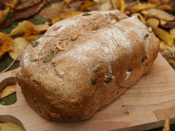 Speltbrood met pompoenpitten uit de broodbakmachine