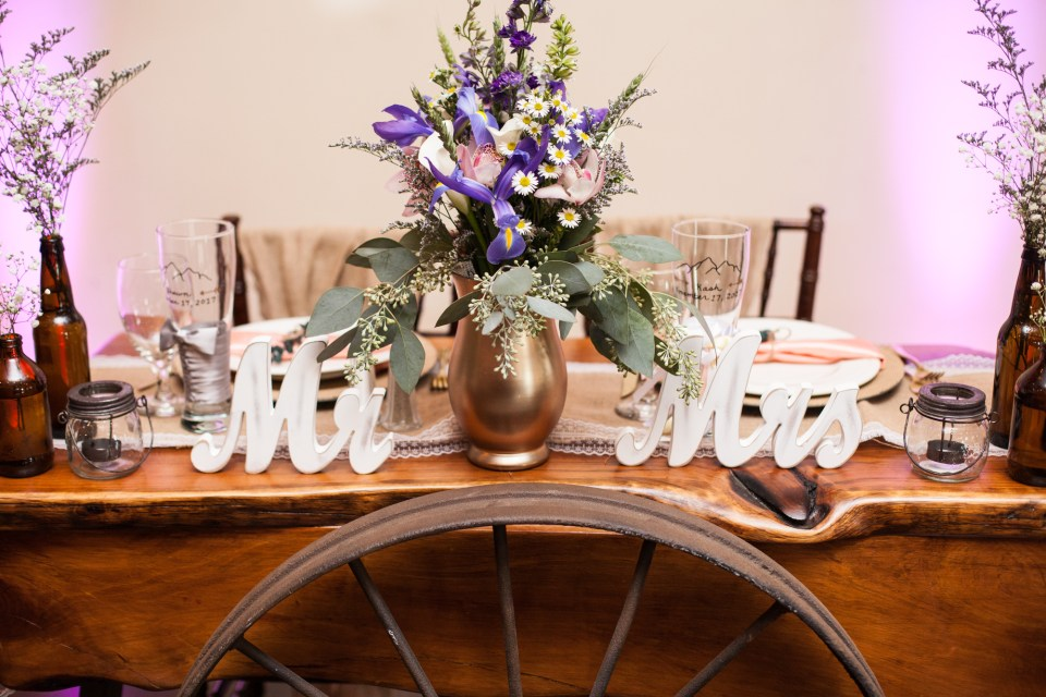 Mr and Mrs rustic sweetheart table