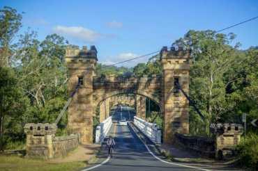 Driving into Kangaroo Valley