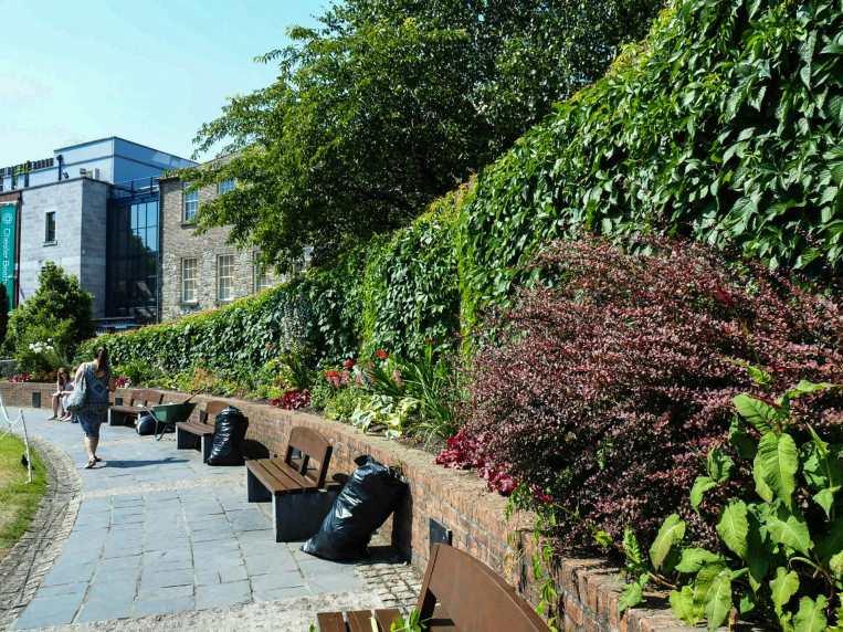 Dubh Linn Gardens