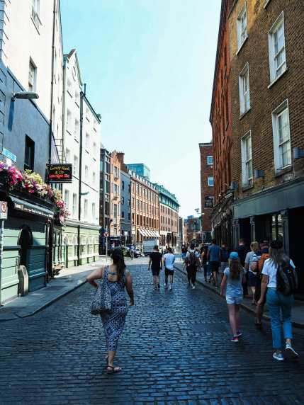 Strolling into Temple Bar
