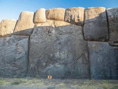 200 tonne rocks at Sacsahuamán