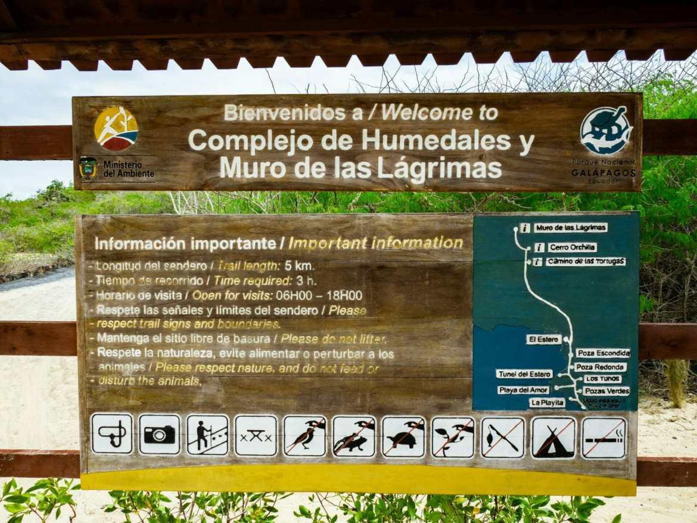 Sign and map at entrance to Los Humedales and Muro de las Lágrimas