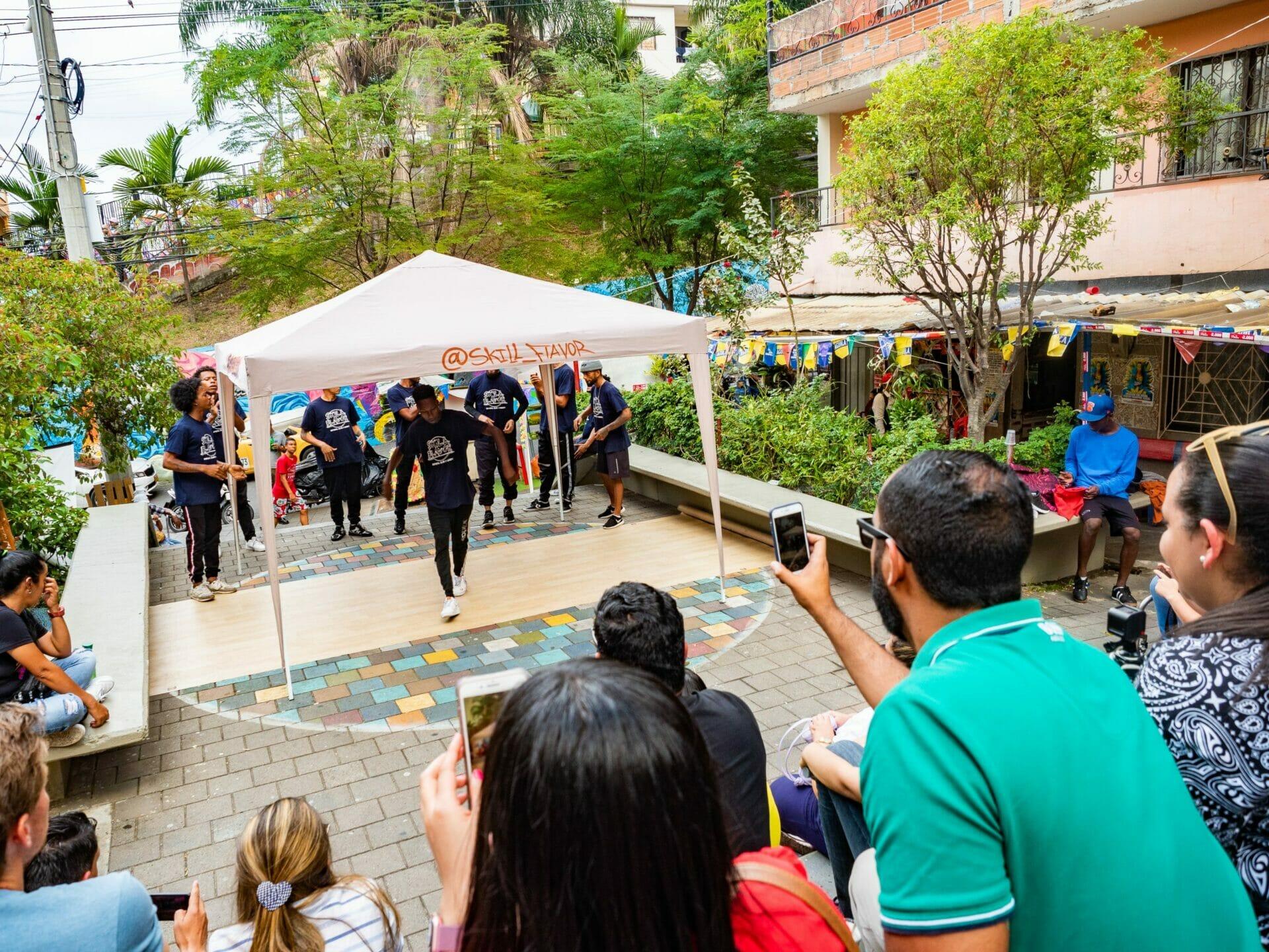 street dancers Comuna 13 Medellín Colombia