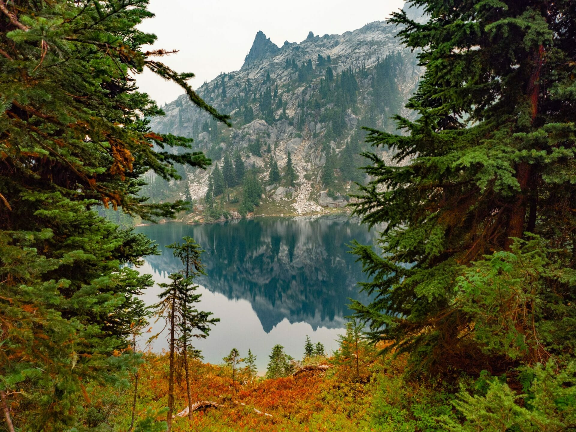 girl hiking Doelle Lake Alpine Lakes Wilderness