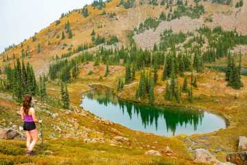 hiking autumn Alpine Lakes Wilderness