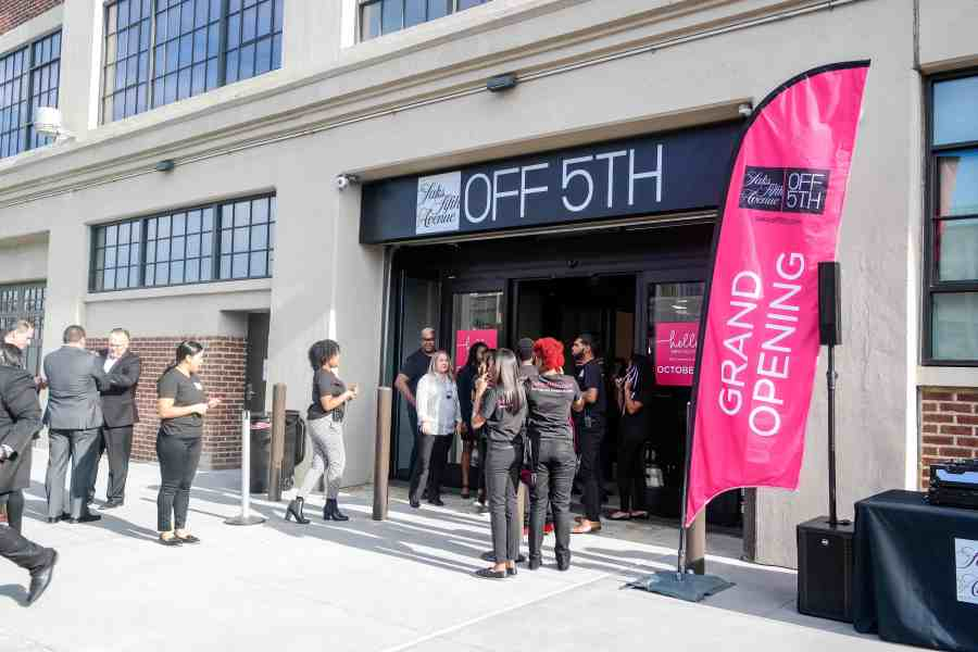new-saks-off-fifth-opens-in-brooklyn-4438