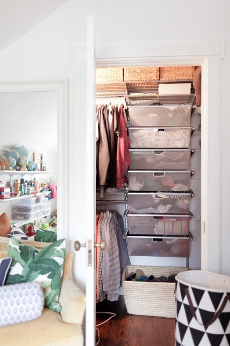 jordan-ferney-apartment-san-francisco-small-apartment-tips-closet