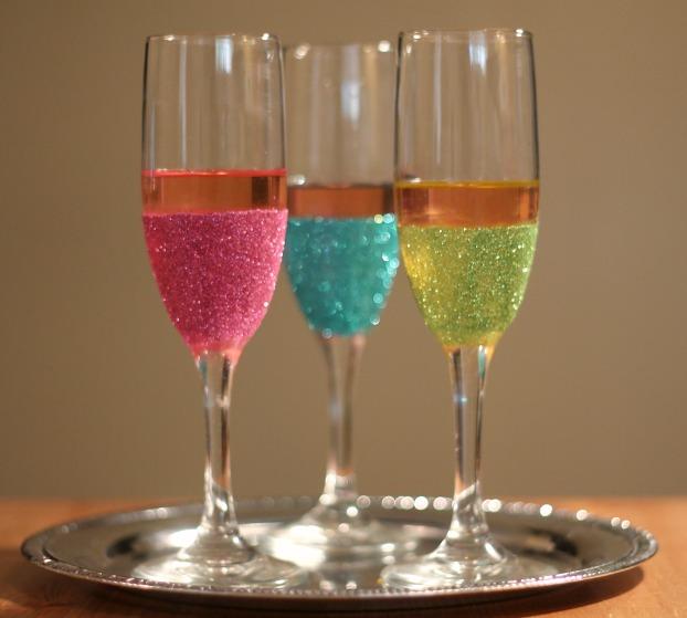 diy-glitter-champagne-flutes-4