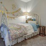 antique chic girls room