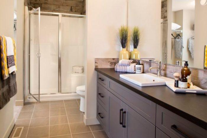 Framed shower doors chrome