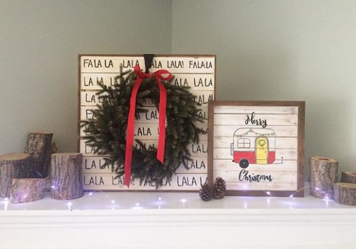 wood-sign-christmas-mantle