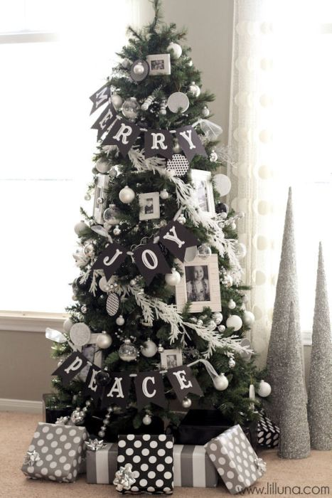 Black and white Christmas tree decor