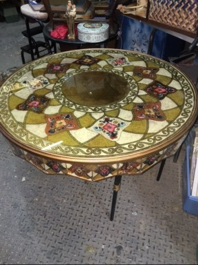 ROUND MIRRORED PAINTED TOP