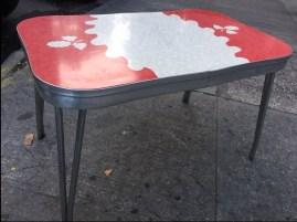 retro-table-nice
