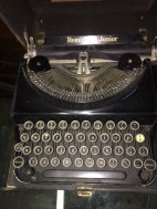 ANTIQUE REMINGTON TYPEWRITER