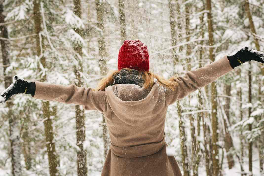 bonnet-cheerful-cold-700535-min