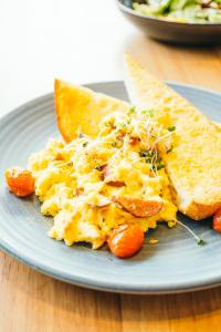 Scrambled eggs with vegetable