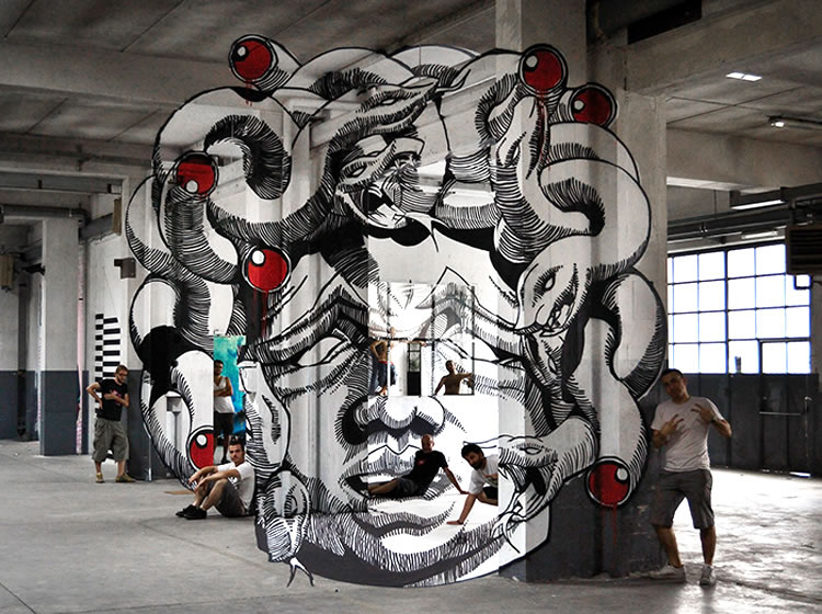 STREET ART - L'anamorphose de Médusa (5/5)