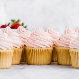 fresh-strawberry-buttercream-cupcakes