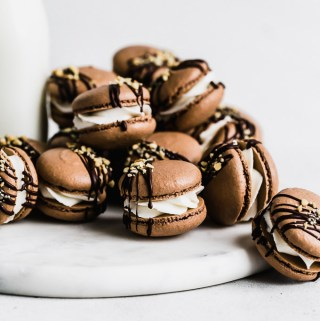 hot-fudge-sundae-macarons