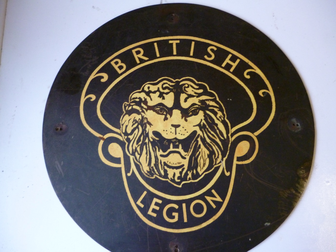 The headstone insignia from the original plaque. Image kindly supplied by David Evans.