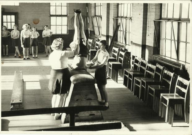 WalsallWood Secondaryschoolgirlspelesson1952