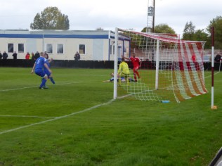 Pershore mount a super attacking move, as the Wood rush to defend. Super soccer , just before half-time