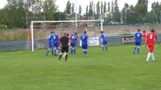 Second half and the Wood break through a wall of blue to score their second goal. Smorlyekit